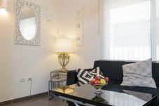 Appartement à Tel Aviv - Jaffa - Beautiful & Central with Lovely Balcony!