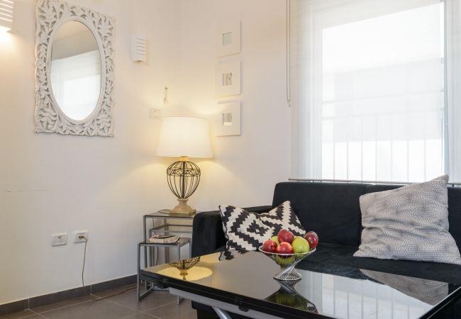 Apartamento em Tel Aviv - Jaffa - Bela e central com sacada encantadora!