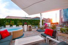 Apartamento em Tel Aviv - Jaffa - Neve Tzedek Penthouse, Jacuzzi & Parking