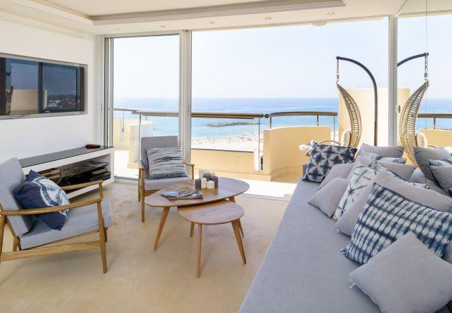 Apartamento em Herzliya - 2 terraços !! Vista panorâmica para o mar !! Piscina e estacionamento!