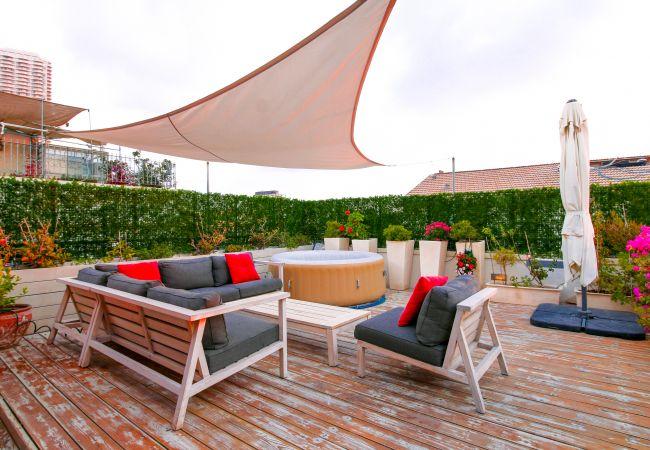 на Tel Aviv - Jaffa - Neve Tzedek Penthouse, Jacuzzi & Parking